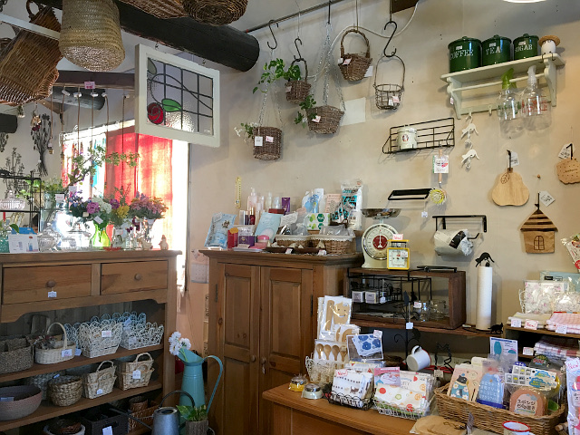 愛知県 春日井市 高蔵寺 名古屋 チューダーローズ 雑貨 雑貨屋 インテリア 家具屋 イギリス おしゃれ cafe