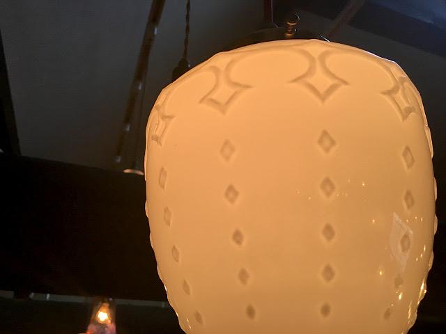 ヴィンテージ ミルクガラスシェード(卵型) 25037