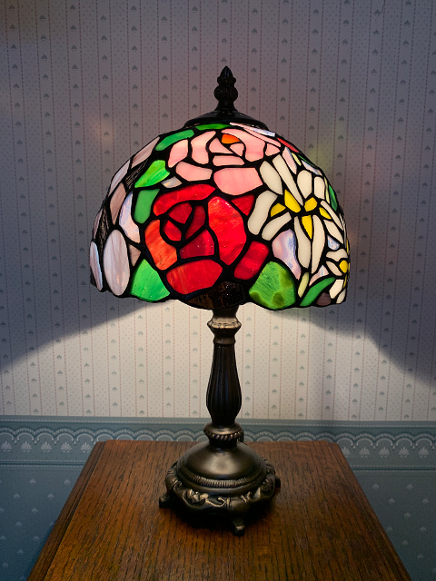 ステンドグラス テーブルランプ<薔薇と百合> 689203