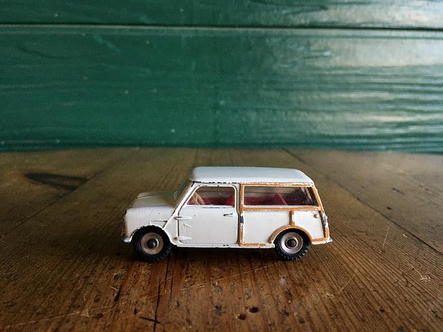 ヴィンテージ 英国『DINKY TOYS』197 MORRIS MINI TORAVELLER A9123