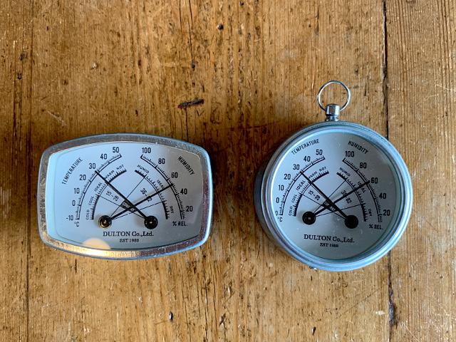 K-62 マグネット付き 温湿度計 (レクタングル W7.1×D2.2×H5.1cm)・(ラウンド W6.5×D2.3×H7.3cm)