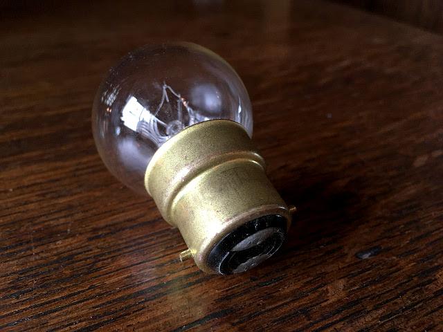 UK(イギリス)電球 B22 -丸球- Li64
